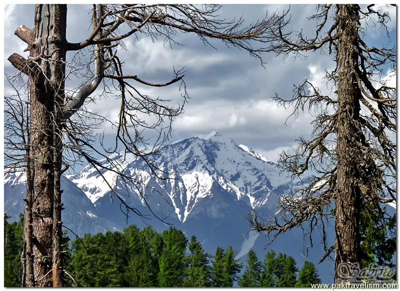 A natural frame for peaks of Kaghan Valley